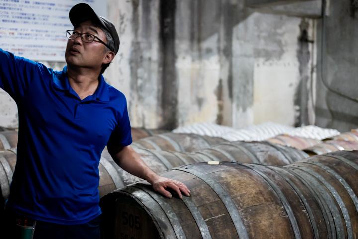地下貯蔵庫の樽:シャルマンワイン