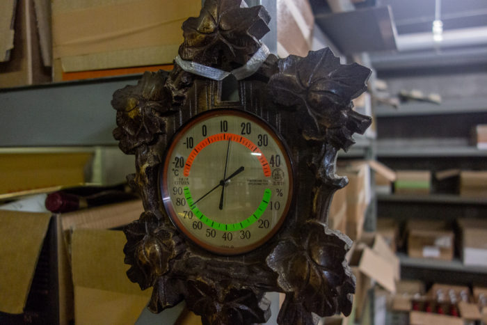 真夏前の温度計